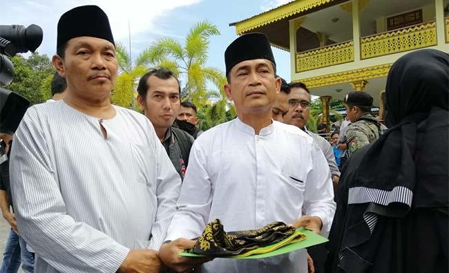 Massa Protes, Perwakilan LAMR Tak Kenakan Pakaian Adat Melayu