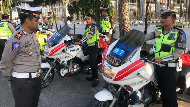 Polisi dan Pengendara Ojol Ricuh