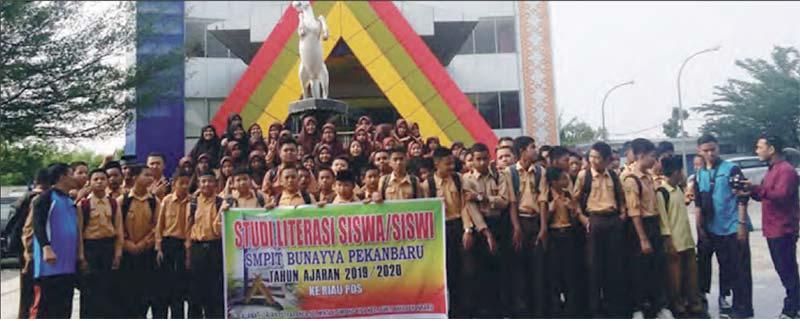 SMP IT Bunayya Belajar Literasi ke Riau Pos