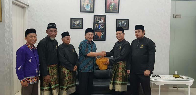 LAMR Jemput Ketua IKKS Melalui Prosesi Adat