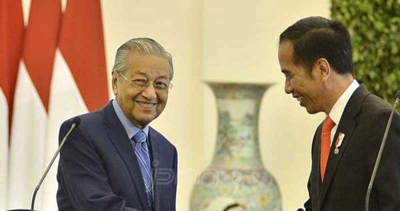 Mahathir Beri Sinyal Belum Serahkan Jabatan ke Anwar Ibrahim Tahun Depan