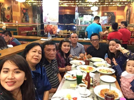 Kumpul Bareng Teman Picu Nafsu Makan Lebih Banyak