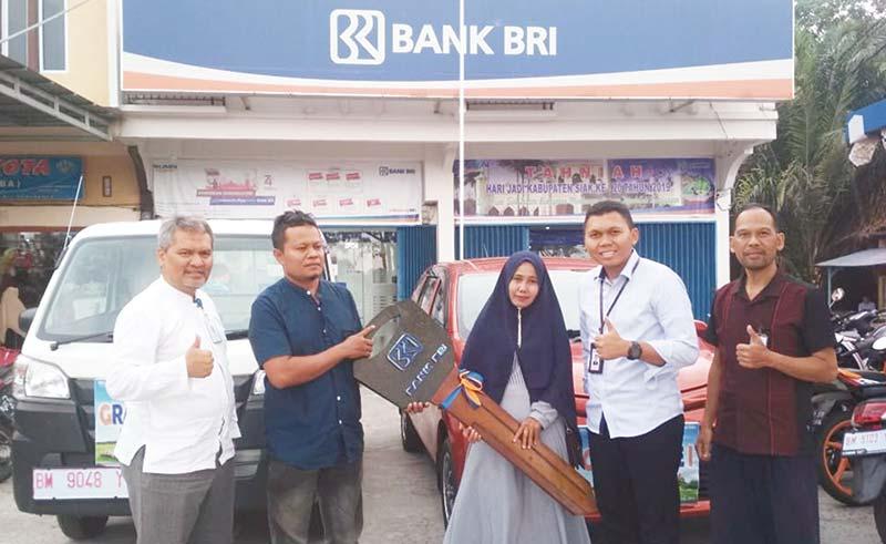 BRI Kanca Siak Serahkan Hadiah Grand Prize Undian Simpedes Periode I Tahun 2019