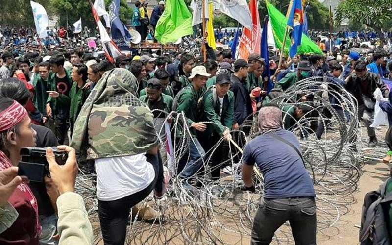 Pengamat: Sebaiknya Pak Jokowi Keluarkan Perppu Pembatalan UU KPK ketimbang Dipaksa Turun Takhta