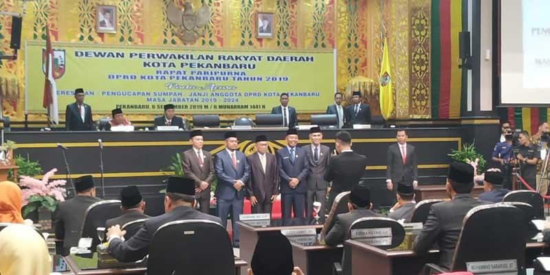 Hamdani dan Wan Agusti Pimpinan Sementara DPRD Kota Pekanbaru