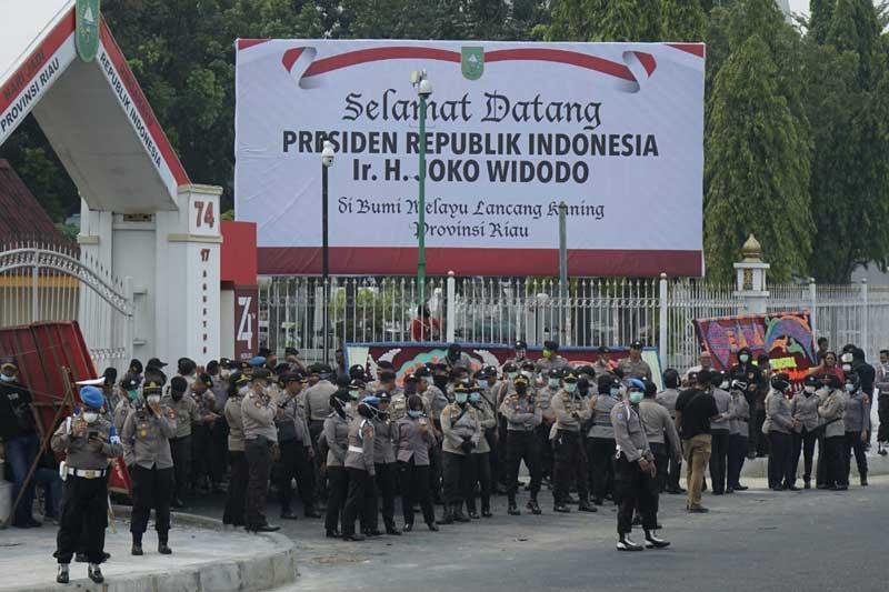 Ribuan Mahasiswa Kembali Unjuk Rasa di Kantor Gubri