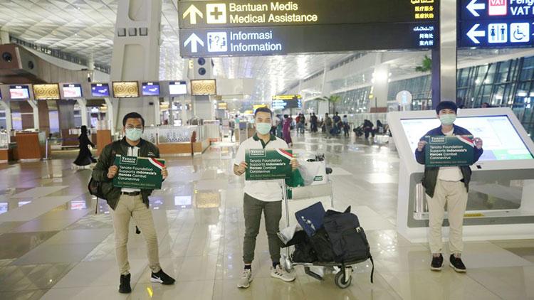 Berani Ambil Risiko, Tiga Anak Muda Ini Menjemput Bantuan APD Langsung ke Cina