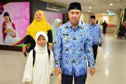 Harumkan Nama Riau, Humairah Disambut Gubri