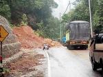 JalanRiau-SumbarRawan Longsor