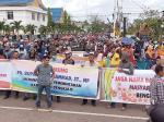 Massa Sadam Unjuk Rasa di DPRD