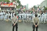 Massa Demo Tolak RUU HIP Terus Padati Sekitaran Gedung DPR
