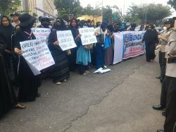 Prihatin Perlakuan Terhadap Aksi Mahasiswa, Bunda-bunda Turun ke Jalan