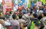 Gubsu Tak Muncul, Demo  Tolak Kenaikan UMP Ricuh