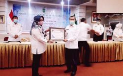 Gubri Terima Penghargaan dari BKKBN