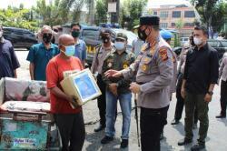 Salurkan Bansos untuk Masyarakat Terdampak Pandemi Covid-19