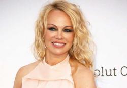 Pamela Anderson Cerai Setelah 12 Hari Menikah