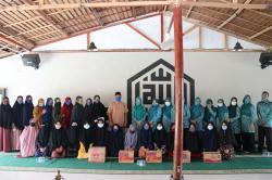 Berbagi di Pesantren Bequranic Hingga ke Kebun Dasawisma