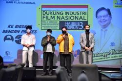 Reza Rahadian Curhat ke Menko Airlangga di Sela Nonton Bioskop