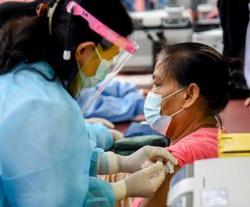 Masyarakat Antusias Ikuti Vaksinasi Massal