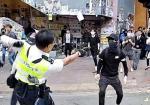 Polisi Hongkong Tembak Demonstran dari Jarak Dekat