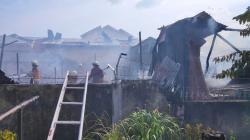 Terdengar Suara Ledakan, Satu Unit Warung Kelontong Ludes Terbakar
