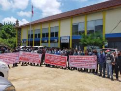 PKS PT SSS Berhenti Beroperasi, Ratusan Karyawan Unjuk Rasa
