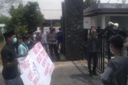 Pendemo Tuntut Penuntasan Dugaan Korupsi Dana Hibah KONI Bengkalis