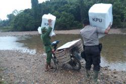 Distribusi Kotak Suara di Dusun Siasam, Pedalaman Kampar Perlu Pengorbanan