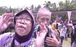 Prabowo Diberi Sepucuk Surat  oleh Pensiunan Guru