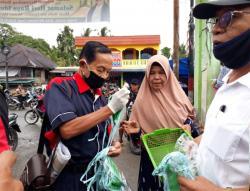 Diskominfo dan Wartawan Pasaman Bagikan Tiga Ribu Masker Gratis