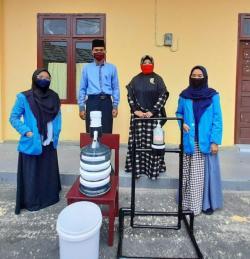 Mahasiswa KKN UIN Suska Riau Bantu Alat Cuci Tangan Sensor