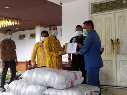 Gubernur Riau Terima Bantuan Masker PT Musim Mas