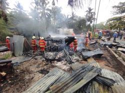 Dua Petak Rumah Kontrakan Ludes Dilahap Api