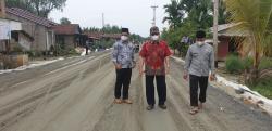 Bupati Wardan Tinjau Pekerjaan Jalan Provinsi di KM 8 Sungai Gergaji