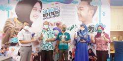 STIKes Payung Negeri Bantu Antiseptik dan Hand Sanitizer Nonalkohol untuk Riau Pos