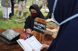 Takbir dan Tahlil Warnai Prosesi Pemakaman Papa T B