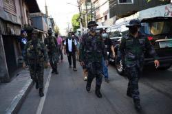 Filipina Kerahkan Polisi Khusus Cari Pasien Covid-19 di Permukiman