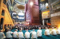 Salat Jumat Pertama di Hagia Sophia