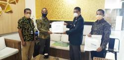 PT Pegadaian Serahkan 50 APD ke IDI Riau