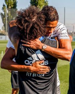 Madrid Resmi Ucapkan Perpisahan dengan Varane