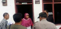 Dijemput Polisi, Kerabat Terduga Pelaku Bom Bunuh Diri Enggan dan Menangis