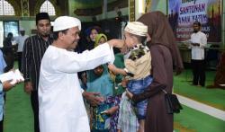 Masjid Raya Istiqomah Salurkan Bantuan Anak Yatim