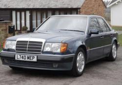 Rowan Atkinson ''Mr Bean'' Lelang Mercedes-Benz 500E