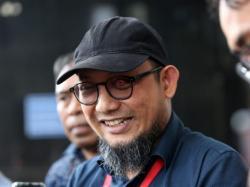 Novel Kritik Keras Jokowi