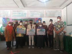 Koperasi RMB Koto Gasib Serahkan Beasiswa Pendidikan dan Rehab Masjid