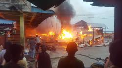 Puluhan Sepeda Motor dan Lapak Pedagang di Kateman Terbakar