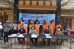 Di Rengat, Polisi Amankan Satu Keluarga Pengedar dan Pemakai Narkotika