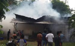 Satu Unit  Bengkel Elektronik Terbakar