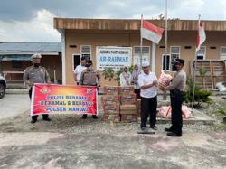 Polsek Mandau Serahkan Bantuan Sembako di Dua Kecamatan