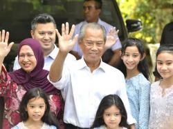 Anwar Ibrahim Ditelikung Mahathir, Muhyiddin Dapat Berkah